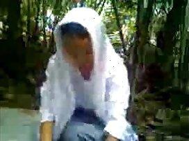caught-couple-fuck-indonesian