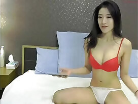 asian-chat-couple