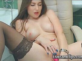 bathroom-beautiful-girl-livecams-webcam