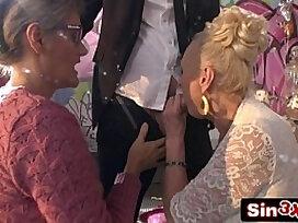 blowjob-crazy-double-grandma-granny